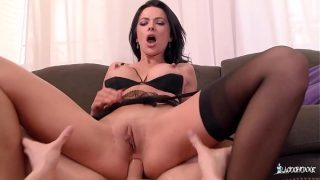 LA COCHONNE – Romanian babe Shalina Devine enjoys hard anal with French stud
